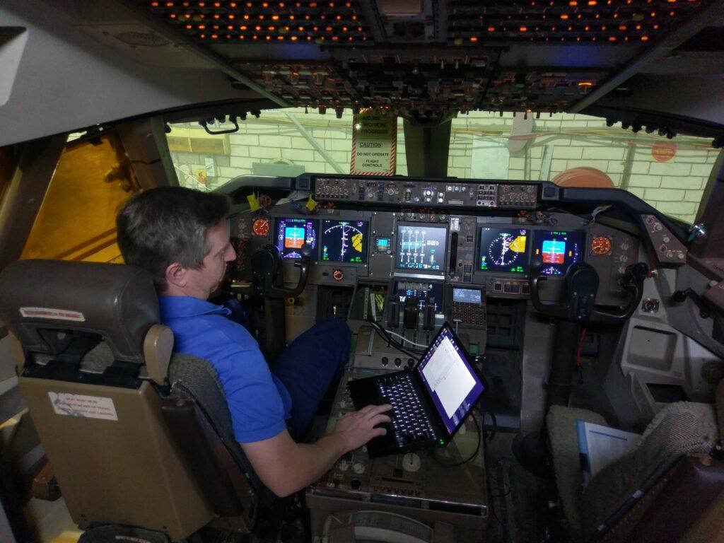 A 747 Cockpit Simulator
