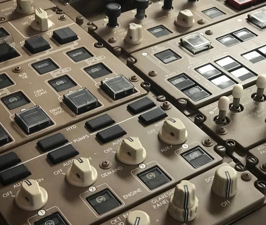 747 cockpits become flight simulators